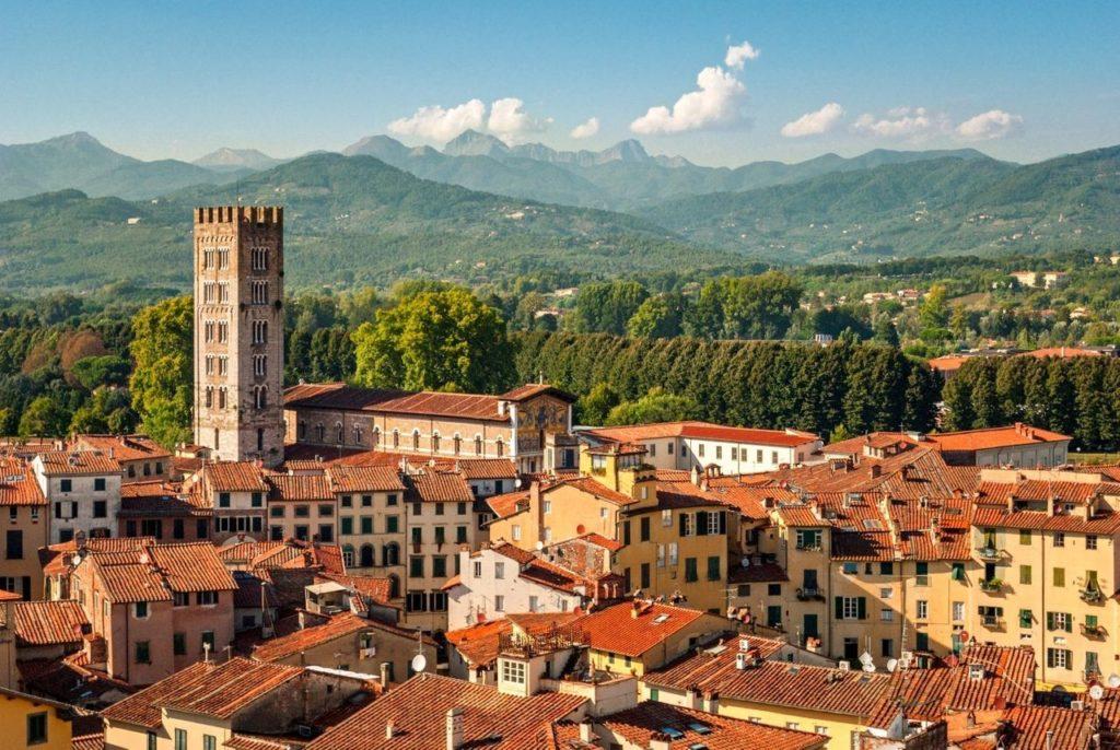 An Italian village against mountains