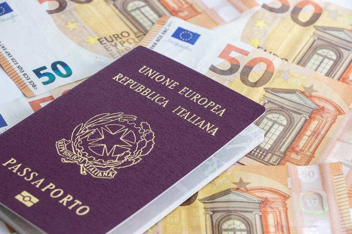 Italian passport and 50 euro banknotes